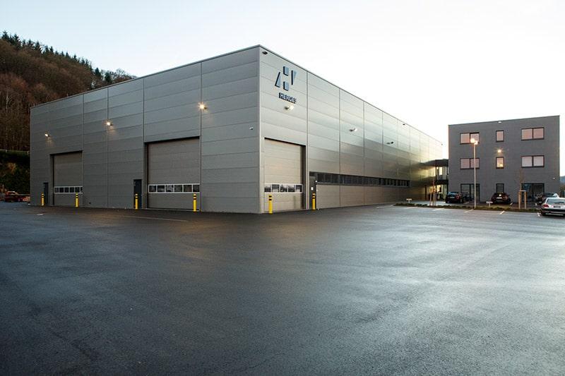 Neubau eines Firmengebäudes mit Halle und Bürotrakt
